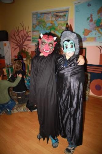 2008-10-29-halloween-party-11-velke