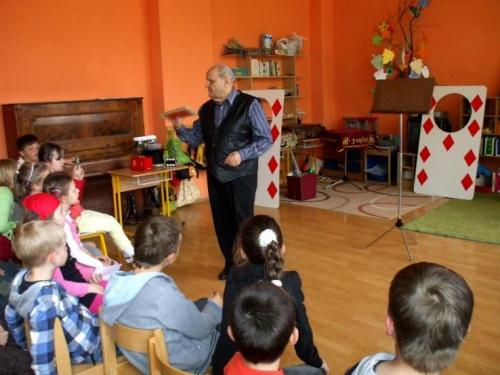 2010-04-28-kuzelnik-v-skolskom-klube-02-velke