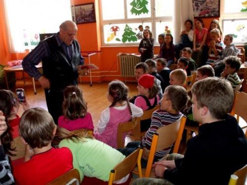 2010-04-28-kuzelnik-v-skolskom-klube-03-velke