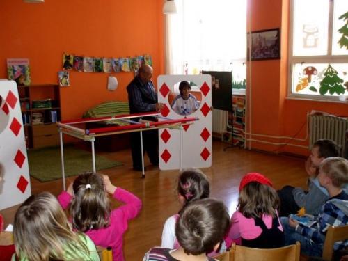 2010-04-28-kuzelnik-v-skolskom-klube-06-velke