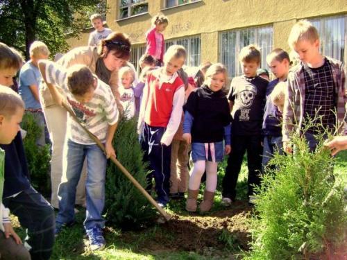 celosvetovy-den-sadenia-stromcekov-06-velke