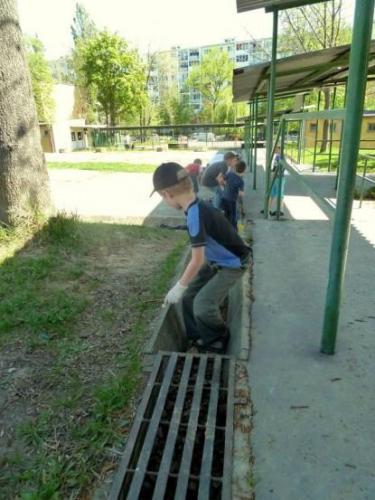 cistenie skolskeho arealu - 08-velke